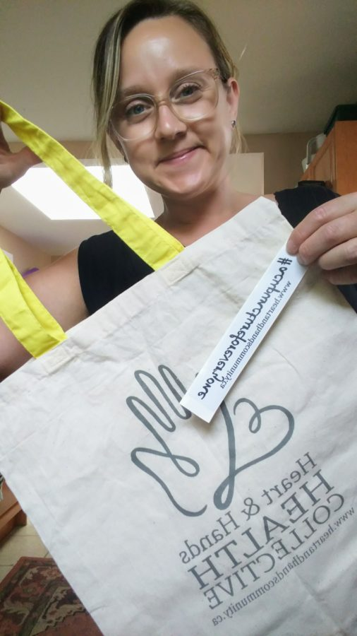 Robyn and a totebag